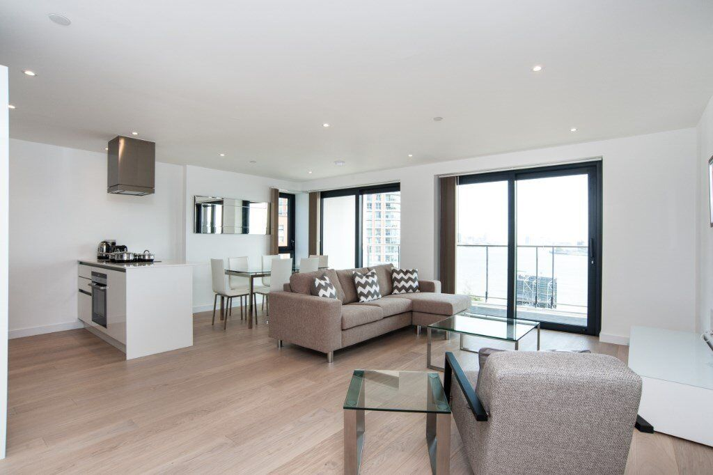 # Beautiful 3 bed available now in Horizons Tower - close to Blackwall DLR station - call now!!