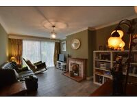Single room bedroom in a 2 bed garden flat by the river, short walk to Uxbridge tube