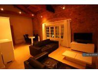 2 bedroom flat in Warehouse W, London, E16 (2 bed) (#1051518)