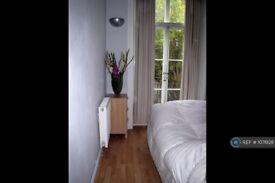 1 bedroom flat in Sinclair Rd, London, W14 (1 bed) (#1076128)