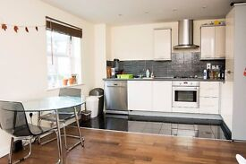 GORGEOUS TWO BEDROOM IN HIGHGATE - POPULAR SPOT FOR YOUNG PROFESSIONALS! - £375PW