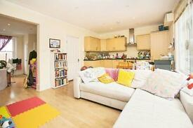2 bedroom flat in YORK STREET, CENTRAL TWICKENHAM