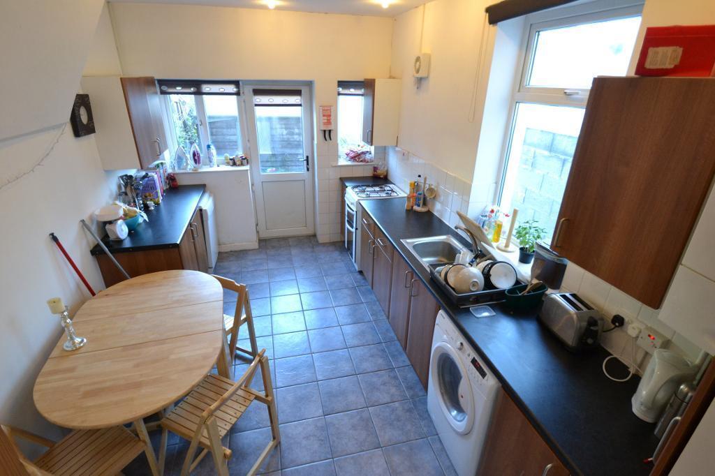 4 bedroom house in Lisvane Street, Cathays, Cardiff