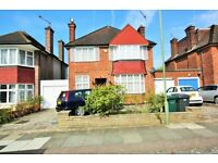 3 bedroom house in Talbot Crescent, Hendon, NW4