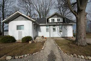Cottage home with private beach! @ 2876 Old Lakeshore road,...