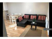 3 bedroom flat in Pinner Green, Pinner, HA5 (3 bed)