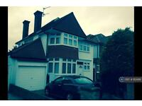 4 bedroom house in The Rise, Middlesex, HA8 (4 bed)