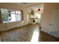 3 bedroom flat in Shakespeare Road, London, W7 (3 bed) (#1024049)