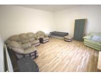 3 bedroom flat in Clarendon Road, Whalley Range