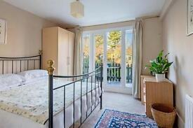 2 bedroom flat in Hillfield Road, West Hampstead