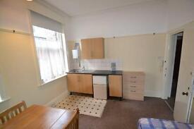 Studio flat in Castlebar Hill, Ealing Broadway