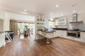 5 bedroom house in Mountview Close, Golders Green