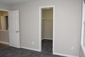 Spacious Apts for Western Students! Parking & Internet Included! London Ontario image 16