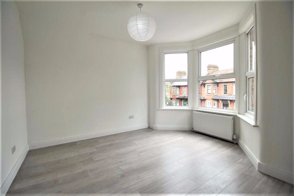 !!!! REFURBISHED BRIGHT AND MODERN 2 BED FLAT