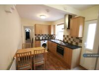 4 bedroom house in Grange Avenue, Reading, RG6 (4 bed) (#1129956)