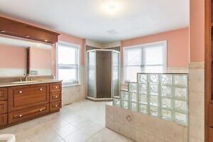 Huge BREATHTAKING property, great for family's! Kitchener / Waterloo Kitchener Area image 14