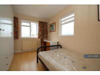 1 bedroom in Twining Avenue, Twickenham, TW2