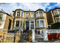 STUNNING 4 BED SPLIT LEVEL PROPERTY - MOMENTS FROM NEW CROSS GATE STATION!
