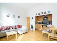 2 bedroom flat in Broadhurst Gardens, West Hampstead