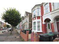 3 bedroom flat in Burgoyne Road, London, N4 (3 bed) (#1202196)