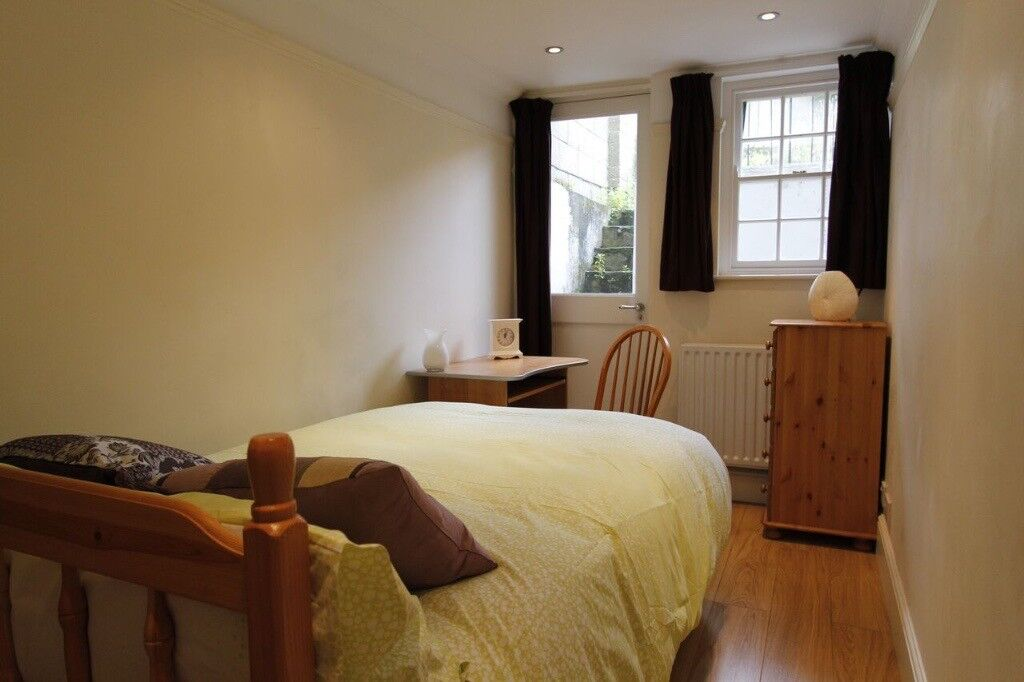 Room to rent in modern two bedroom flat