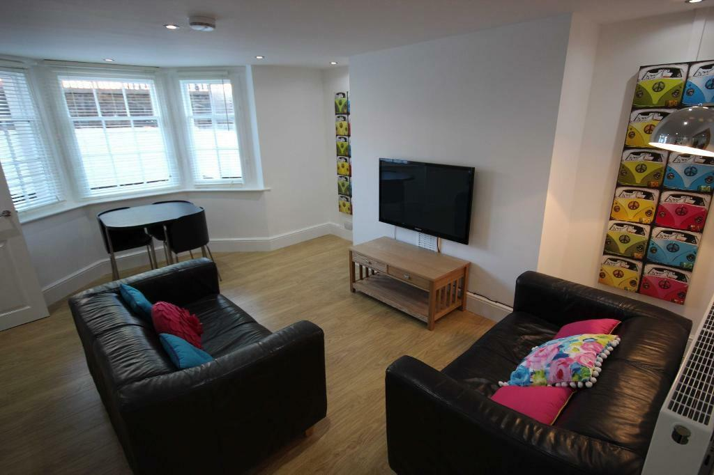Brand new, immaculate Luxury flat, bills incl./small landlords who look after their students