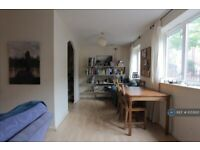 2 bedroom flat in Stretford Road Hulme, Manchester, M15 (2 bed) (#1055621)