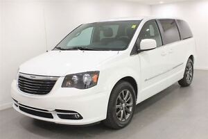 2015 Chrysler Town & Country S  Auto  Leather DVD White