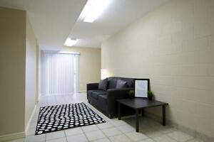 Beautiful 5-bed Apts. - Wifi & AC Included! CALL TODAY! Kitchener / Waterloo Kitchener Area image 7