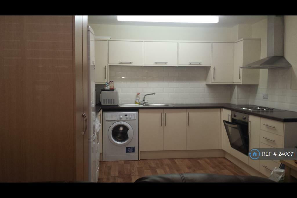 3 bedroom flat in Merseyside, Liverpool , L3 (3 bed)