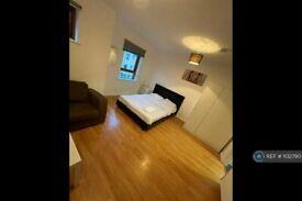 1 bedroom in Indigo Mews, London, E14 (#1132790)