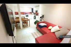 2 bedroom flat in Kingsland Road, London , E8 (2 bed) (#1101817)