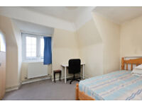 4 double-bed flat, SW2 to rent. £450 per week. Suitable for both families and sharers