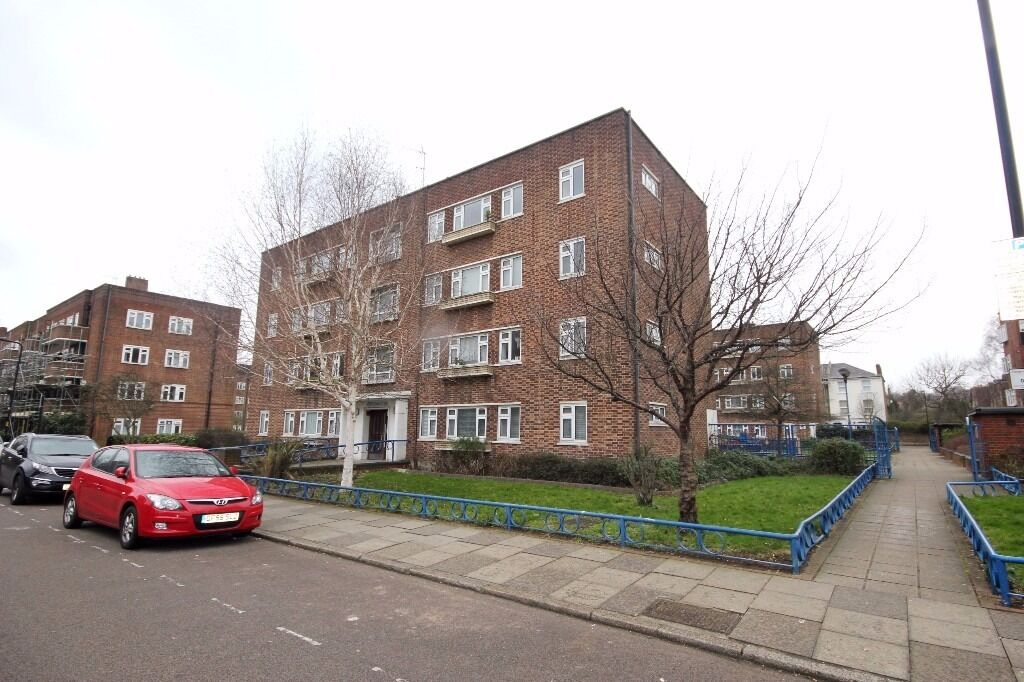 Two bedroom apartment in an ex local building located in the heart of Finsbury Park N4