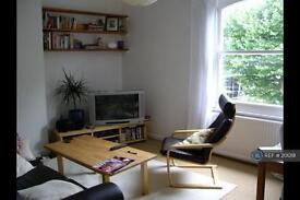 3 bedroom flat in Hammersmith Grove, London, W6 (3 bed)