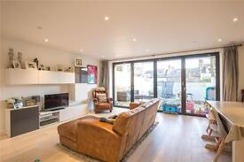 3 bedroom house in Wembury Mews, Highgate, N6