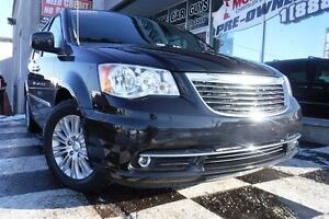 2015 Chrysler Town & Country | Heated seats | Back-up camera