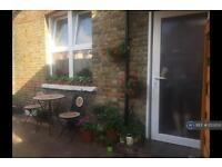 1 bedroom flat in Twyford Avenue, London, W3 (1 bed)