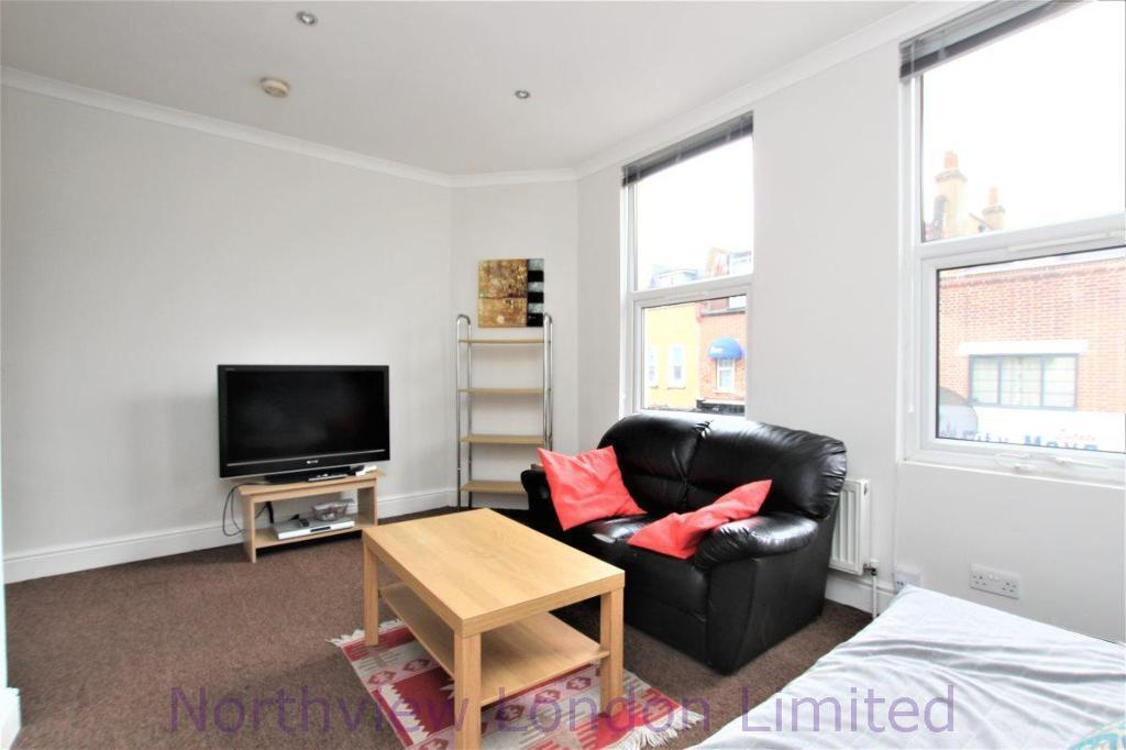 1 bedroom flat in Roman Road, Bow, E3