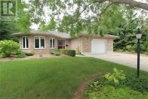 10212 PINEVIEW CRESCENT Grand Bend, Ontario
