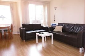 Perfect For Sharers, 3 Double Bedroom Flat in Wimbledon Chase 2 Minutes Walk To The Station !!!!