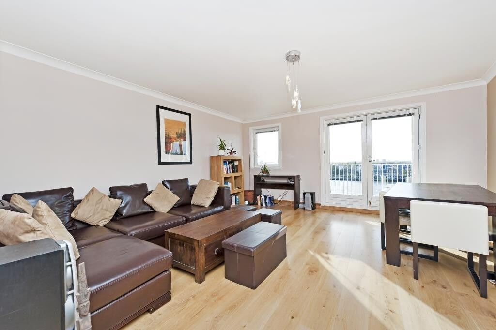 Over 1000 Square feet 2 Bed 2 Bath Apartment close to Canary Wharf, with Parking, Gym, Concierge