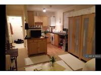 Studio flat in Wordsworth Road, Worthing, BN11