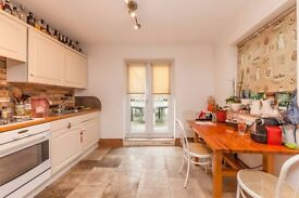 JUST 5 MINUTES WALK TO CLAPHAM JUNCTION STATION!