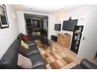 Spacious 5 bed /3 bath house, close to zone 2 station, shops and schools