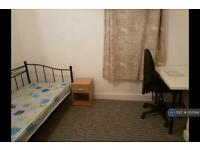 2 bedroom flat in St. Donatts Road, London, SE14 (2 bed)