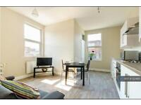 1 bedroom flat in Upper Stone Street, Kent, ME15 (1 bed)