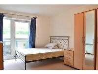 4 LARGE DOUBLE BEDROOMS - AVAILABLE NOW - WALKING DISTANCE TO CANARY WHARF - CALL ASAP TO VIEW