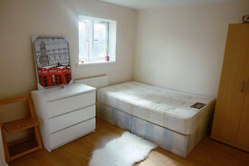Double ensuite ready now. Docklands, south quay, canary wharf. Must see!!