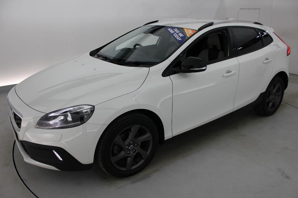 volvo v40 d2 cross country lux 5dr powershift auto white. Black Bedroom Furniture Sets. Home Design Ideas